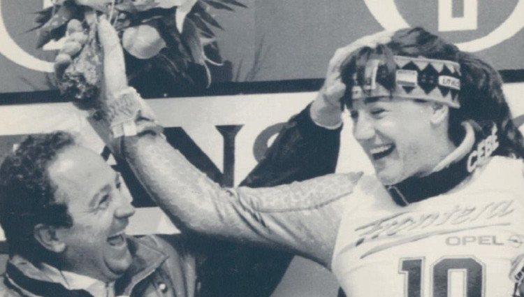 Paco Fernández Ochoa felicita a su hermana Blanca tras su triunfo/Foto: Twitter