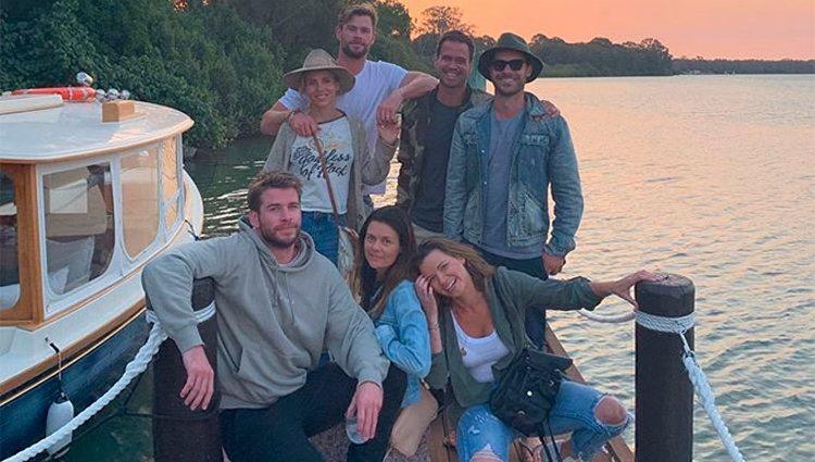 Liam Hemsworth con su familia/ Foto: Instagram