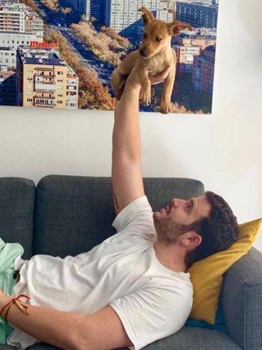 Álex Lequio con su perrito/ Foto: Instagram