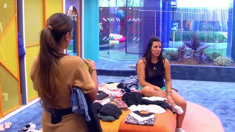 Irene Junquera desahogándose con Noemí Salazar y Alba Carrillo | Telecinco.es