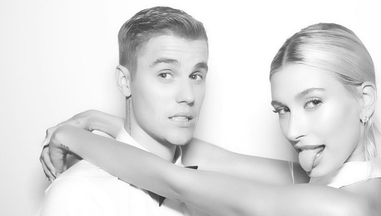 Justin Bieber y Hailey Baldwin en el photocall de su boda / Instagram