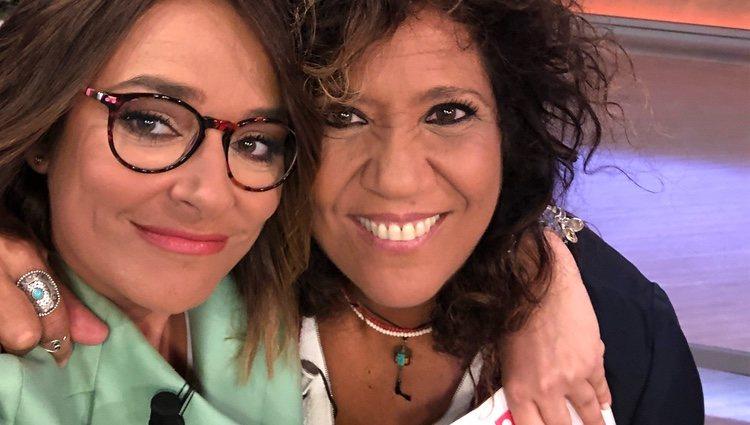 Toñi Moreno con Rosana en uno de sus programas/ Foto