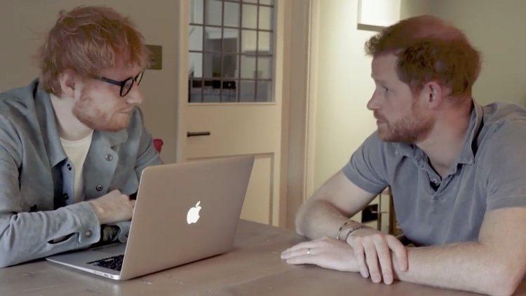 El Príncipe Harry y Ed Sheeran hablando sobre salud mental