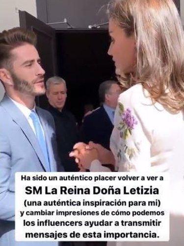 Pelayo Díaz charlando con la Reina Letizia/ Foto: Instagram