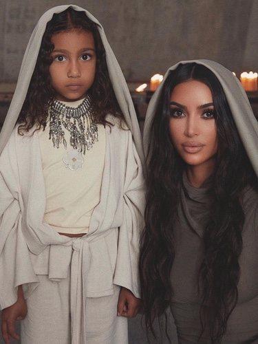 Kim Kardashian bautizándose en Armenia junto a su hija North / Foto: Instagram