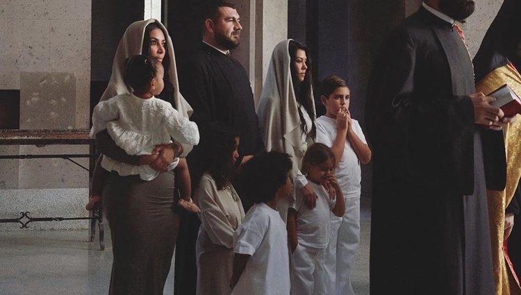 Kim Kardashian y sus hijos bautizándose en Armenia