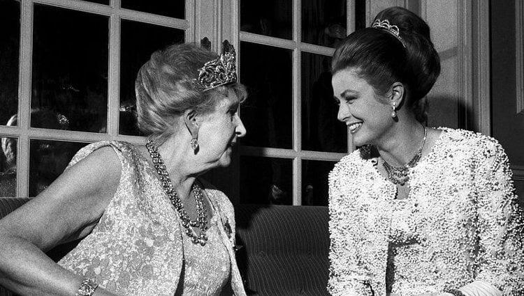 La Reina Victoria Eugenia y Grace de Mónaco en la boda de la Infanta Pilar | Pinterest