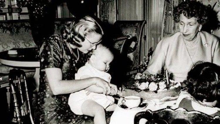 Celebración de un cumpleaños del Príncipe Alberto de Mónaco con la Reina Victoria Eugenia | Beyondgracekelly.com