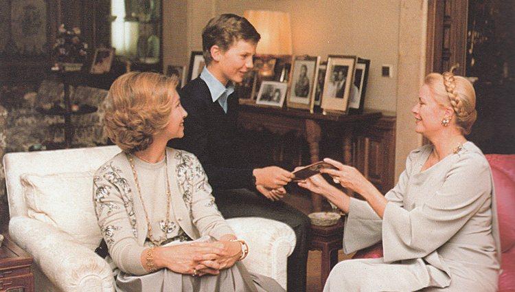 La Reina Sofía y el Príncipe Felipe con Grace de Mónaco en La Zarzuela | Pinterest