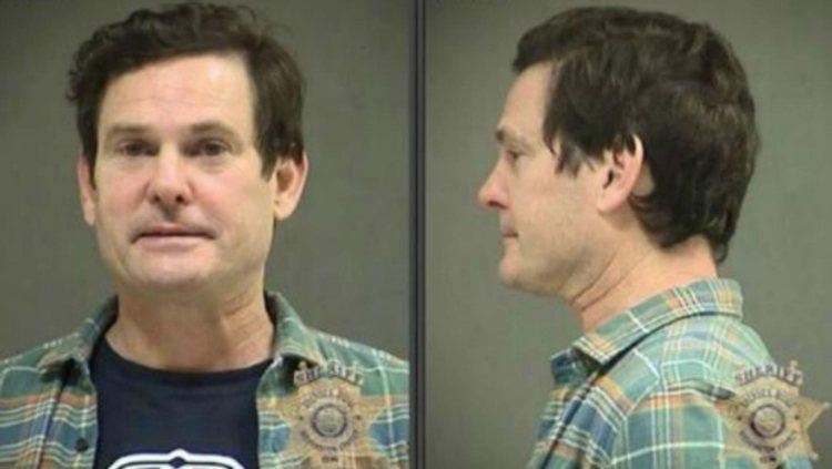 Ficha policial del actor Henry Thomas, después de ser detenido este lunes | TMZ