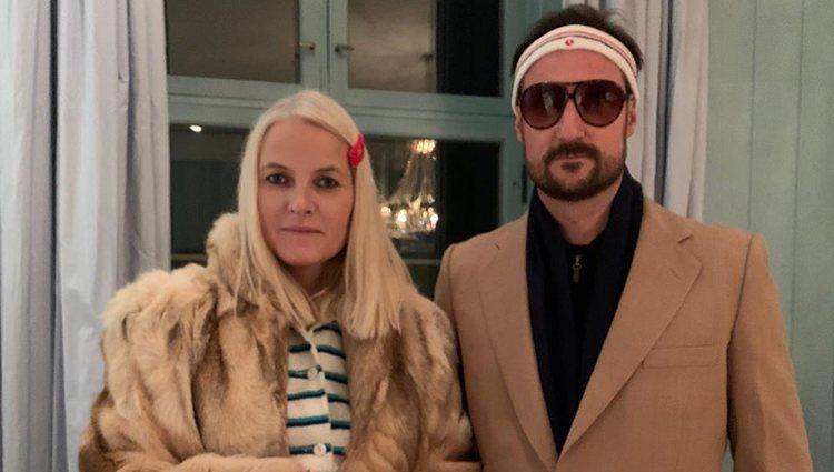 Mette Marit y Haakon disfrazados en Halloween