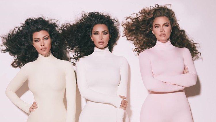 Kourtney, Kim y Khloe Kardashian en la nueva campaña de fragancias | Instagram