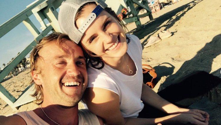 Tom Felton y Emma Watson en la playa/Fuente: Instgram