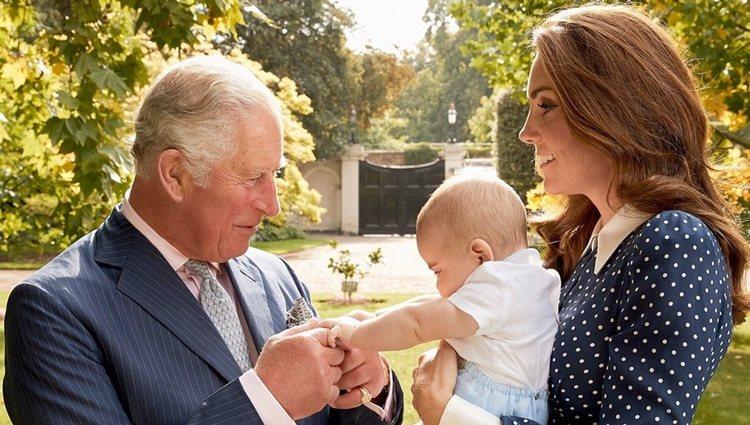 El Príncipe Carlos, muy cariñoso con el Príncipe Luis