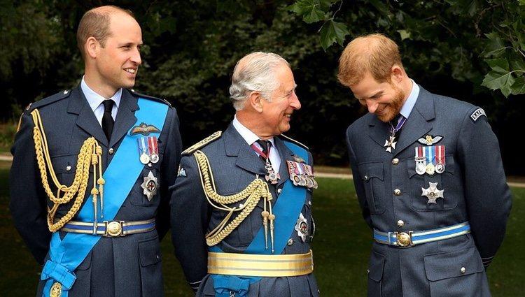 El Príncipe de Gales con sus dos hijos