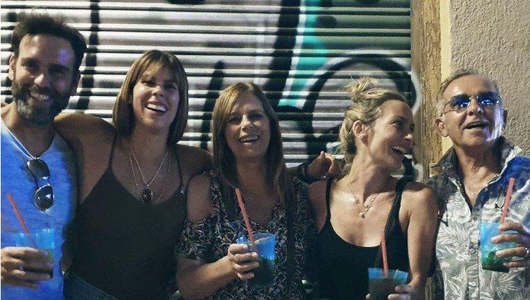 Kira, Ciro y Sarah junto a sus padres en las Fiestas de La Paloma en Madrid/Foto:Instagram