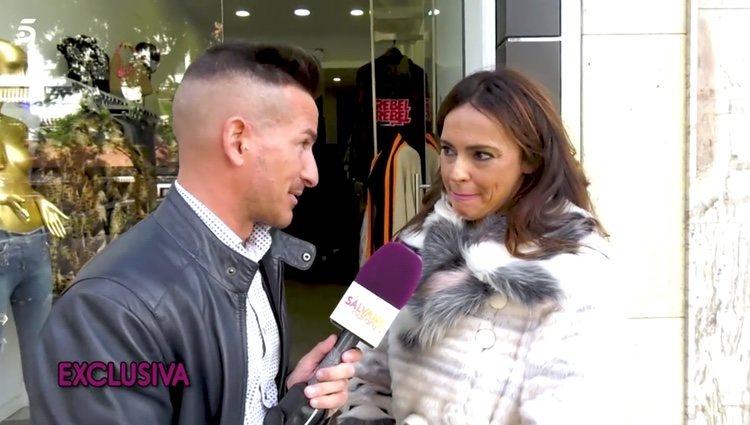 Olga Moreno hablando con un reportero de Sálvame/Foto: telecinco.es