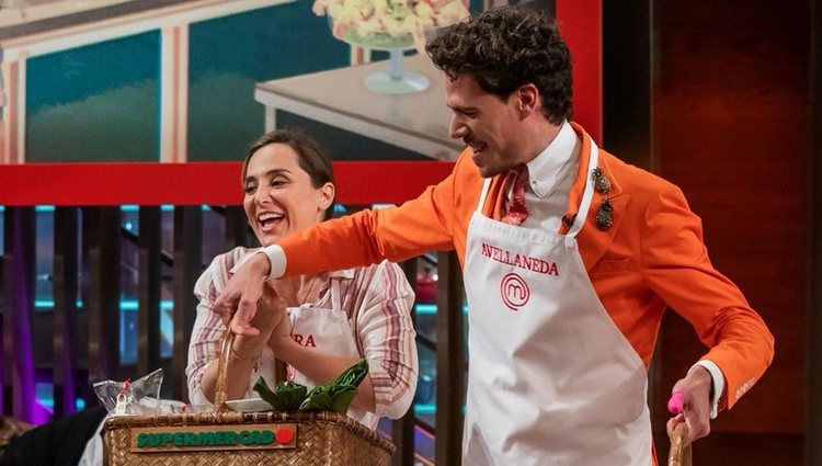 Tamara Falcó y Juan Avellaneda comprando en 'Masterchef Celebrity'   Instagram