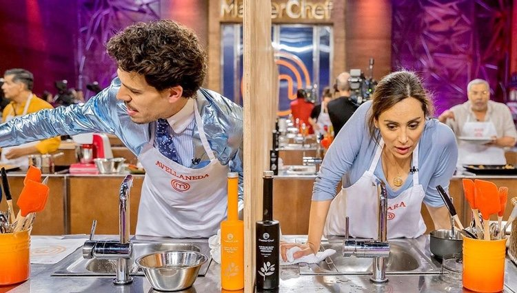 Juan Avellaneda y Tamara Falcó cocinando en 'Masterchef Celebrity   Instagram