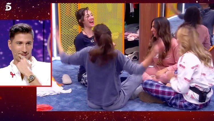Adara habla de Gianmarco con las chicas   Foto: telecinco.es