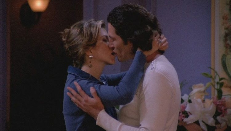 Cosimo Fusco besando a Jennifer Aniston en 'Friends'