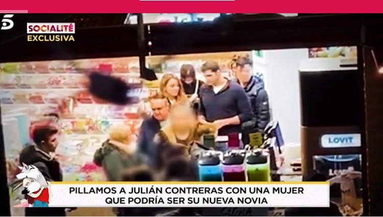 Julián Contreras Jr. con una chica misteriosa/ Foto: 'Socialité'