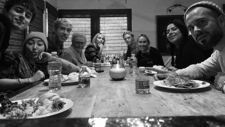 Familia Cyrus y Cody Simpson celebrando Acción de gracias|Foto:Instagram
