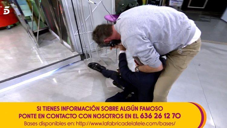 Kiko Hernández en el suelo| vía: Telecinco.es