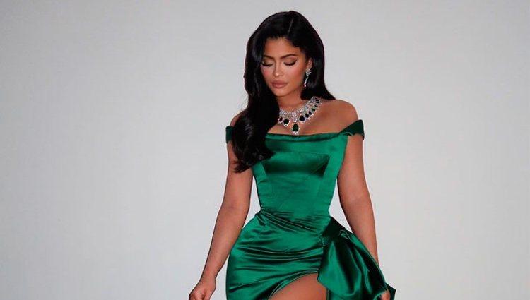 Kylie Jenner luciendo su vestido