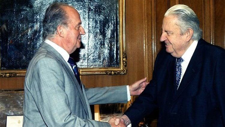 El Rey Juan Carlos saludando a su primo, José Miguel Zamoyski de Borbón | Numen Digital
