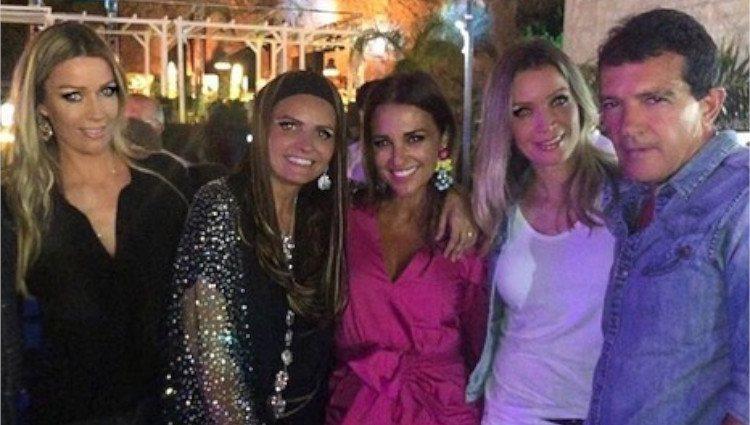 Barbara Kimpel (a la izquierda), junto a su hermana, Paula Echevarría y Antonio Banderas/Foto:Instagram