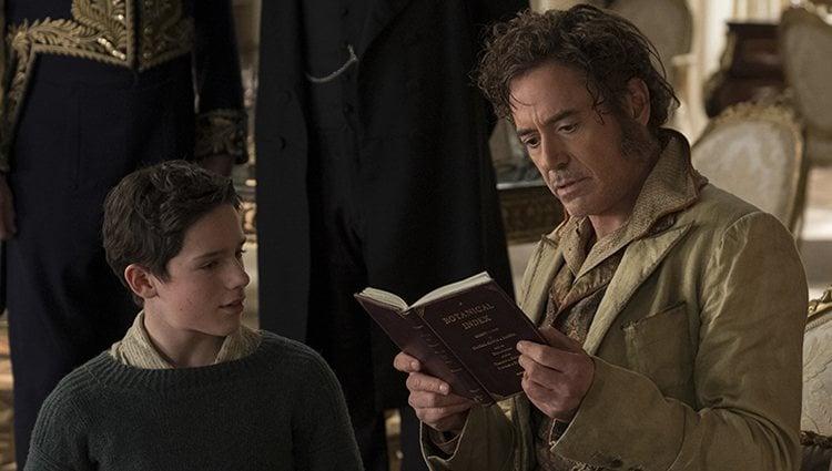 Harry Collett y Robert Downey Jr. en 'Las aventuras del Doctor Dolittle'