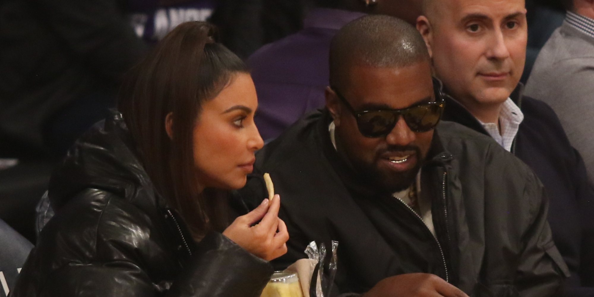 Kim Kardashian y Kanye West disfrutan de un partido de baloncesto de Tristan Thompson