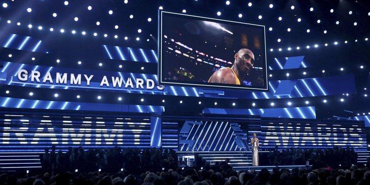 El homenaje a Kobe Bryant en los Grammy 2020: silencio y una actuación de Alicia Keys