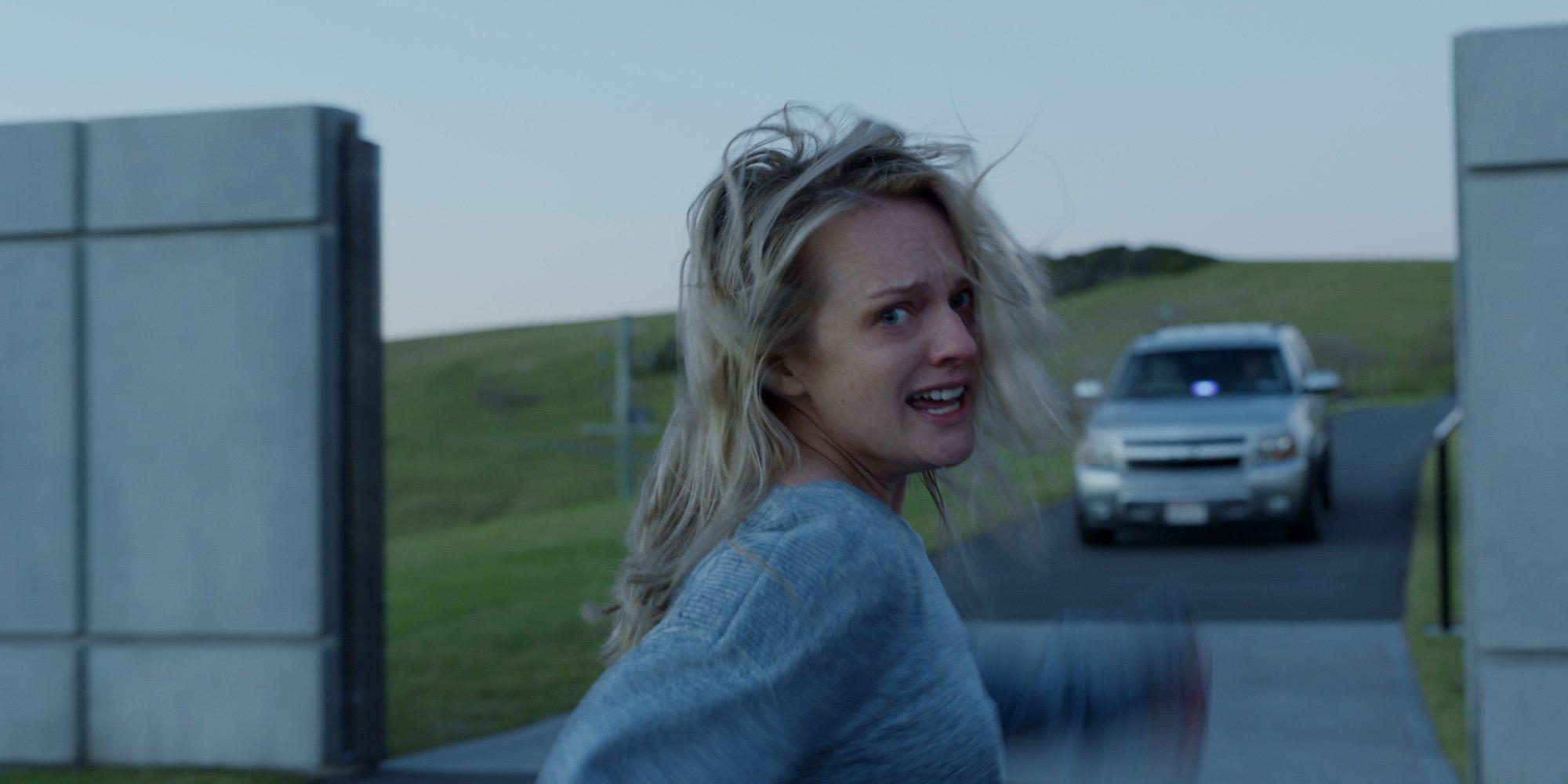 Elisabeth Moss, atacada por un misterio hombre en este clip exclusivo de 'El hombre invisible'