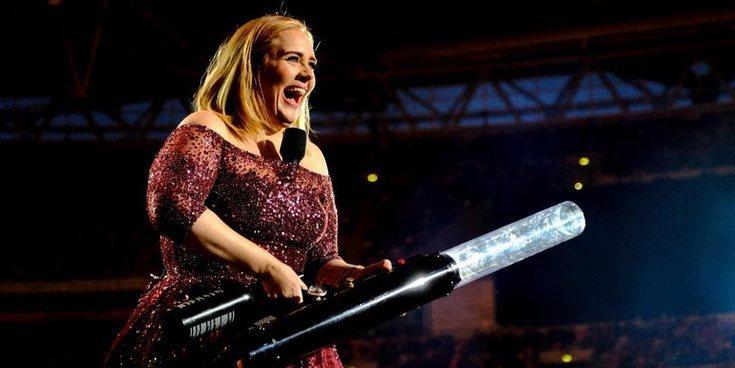 Adele anuncia en la boda de una amiga que sacará un nuevo álbum para septiembre de 2020