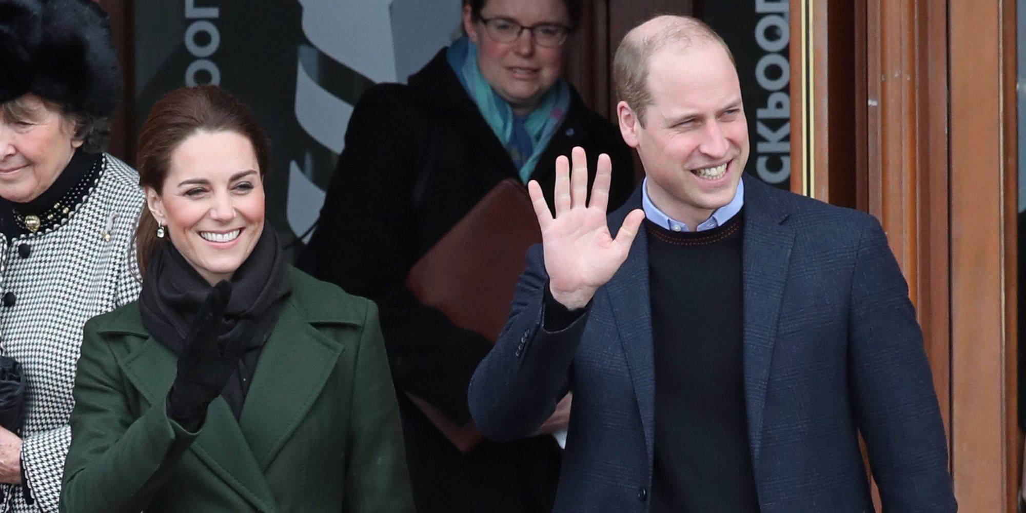 """El Príncipe Guillermo bromea sobre el coronavirus en su visita a Irlanda: """"Lo estamos propagando"""""""
