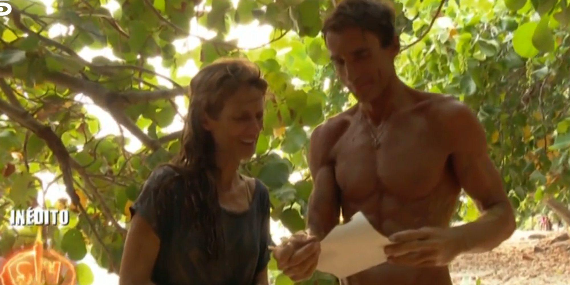 El lacrimógeno momento de Elena y Hugo en 'SV 2020' al ver la foto de su hijo con Adara