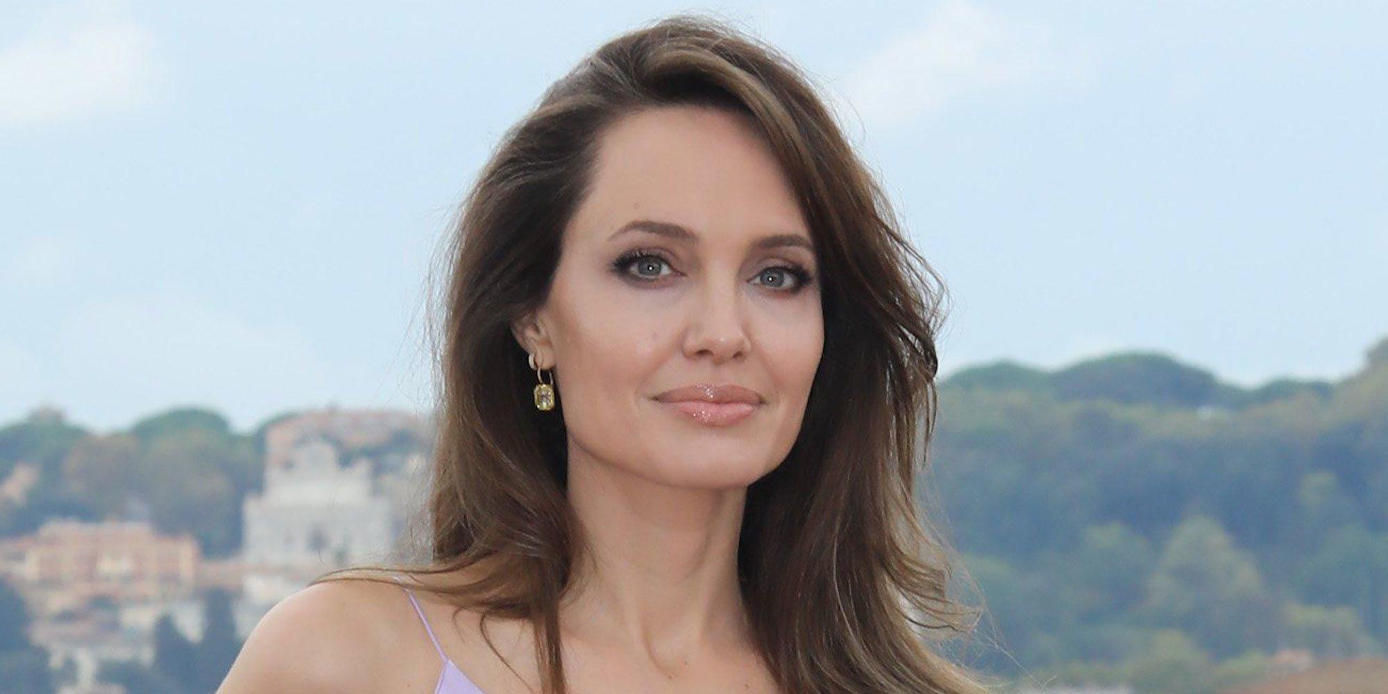 """Angelina Jolie dedica una carta a su madre y recuerda su muerte: """"Me cambió su marcha"""""""