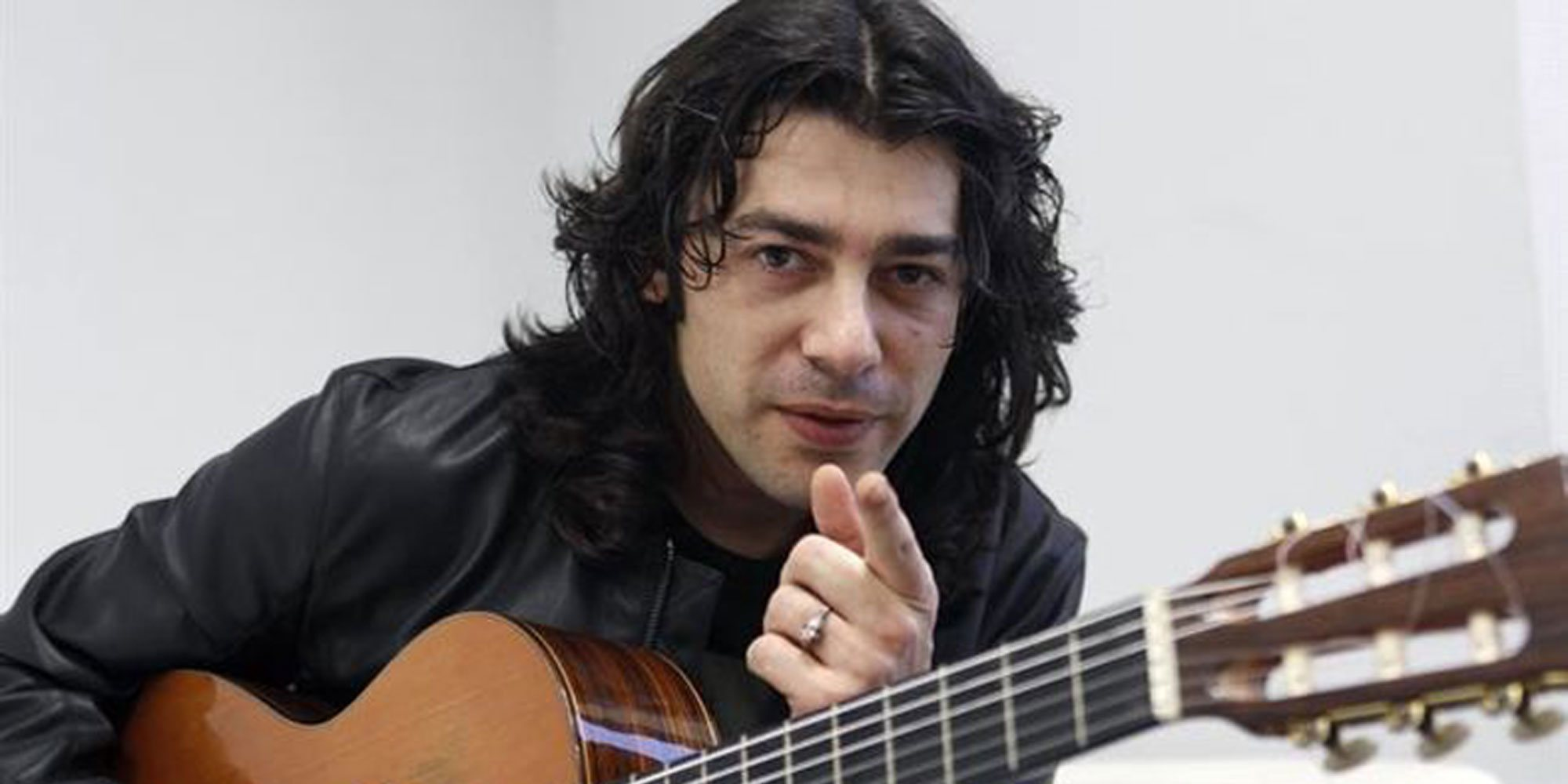 """Javi Cantero estrena 'Entre la luna y la mar': """"Es un reggae muy alegre que invita a la esperanza"""""""