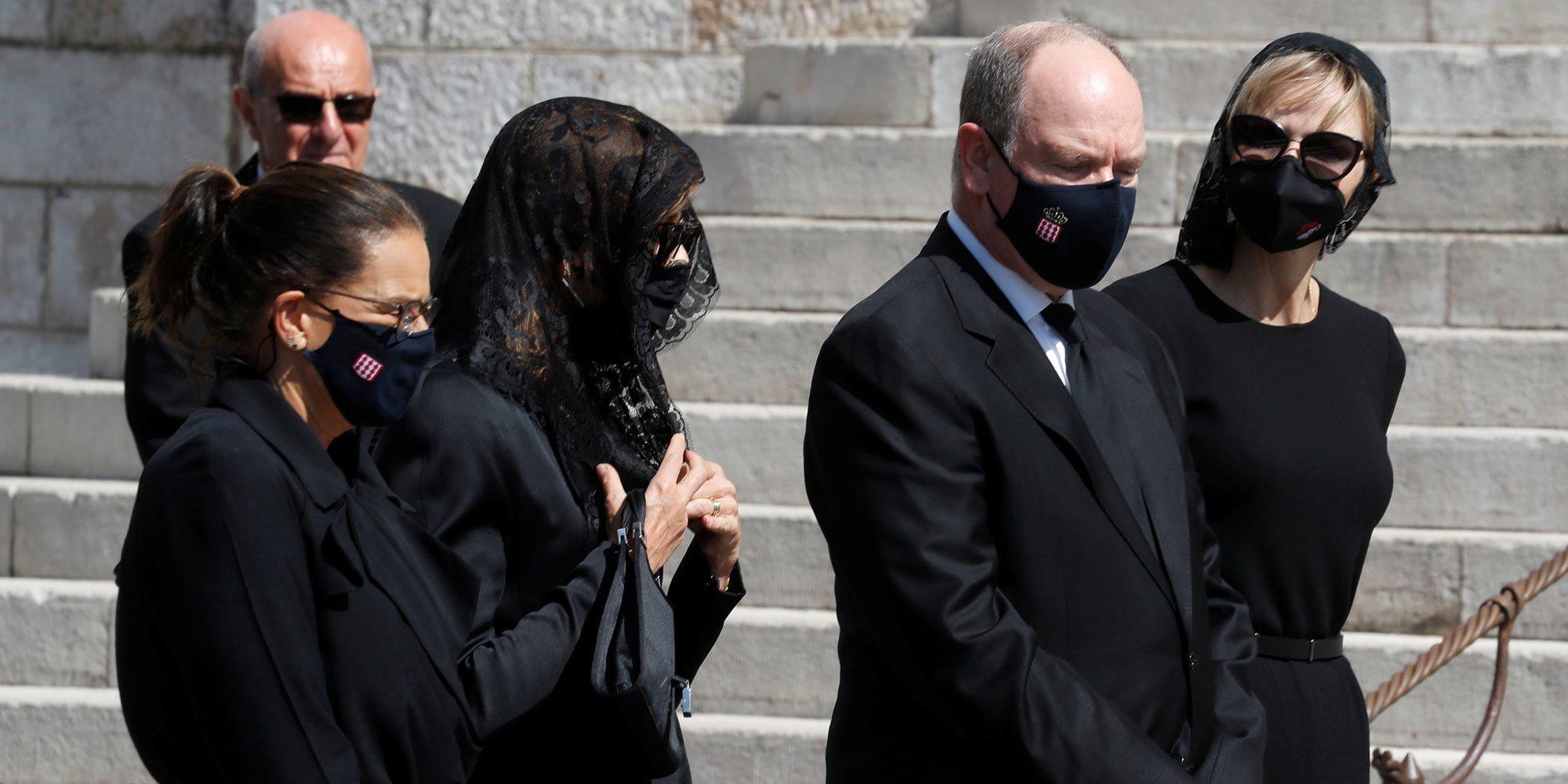 Carolina de Mónaco y Carlota Casiraghi reaparecen tras una larga ausencia en el funeral de Elisabeth Anne de Massy