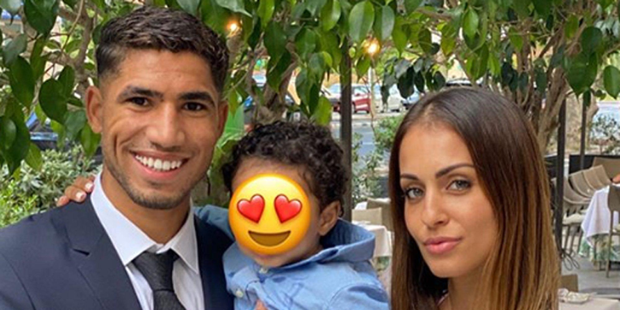 Hiba Abouk y Achraf Hakimi disfrutan de su primer verano con su hijo Amin: Amigos, playa y una boda