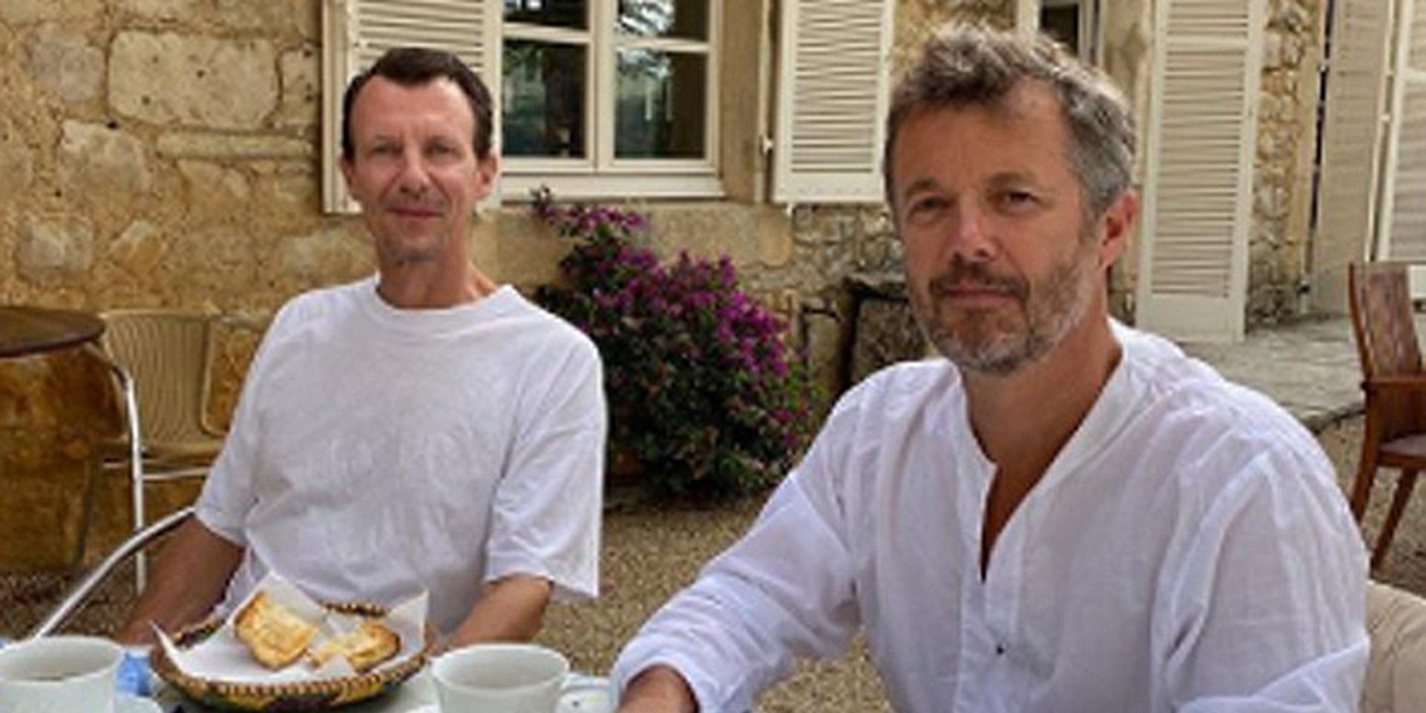 Junto a su hermano Federico y tomando el desayuno: La primera imagen de Joaquín de Dinamarca tras sufrir un ictus