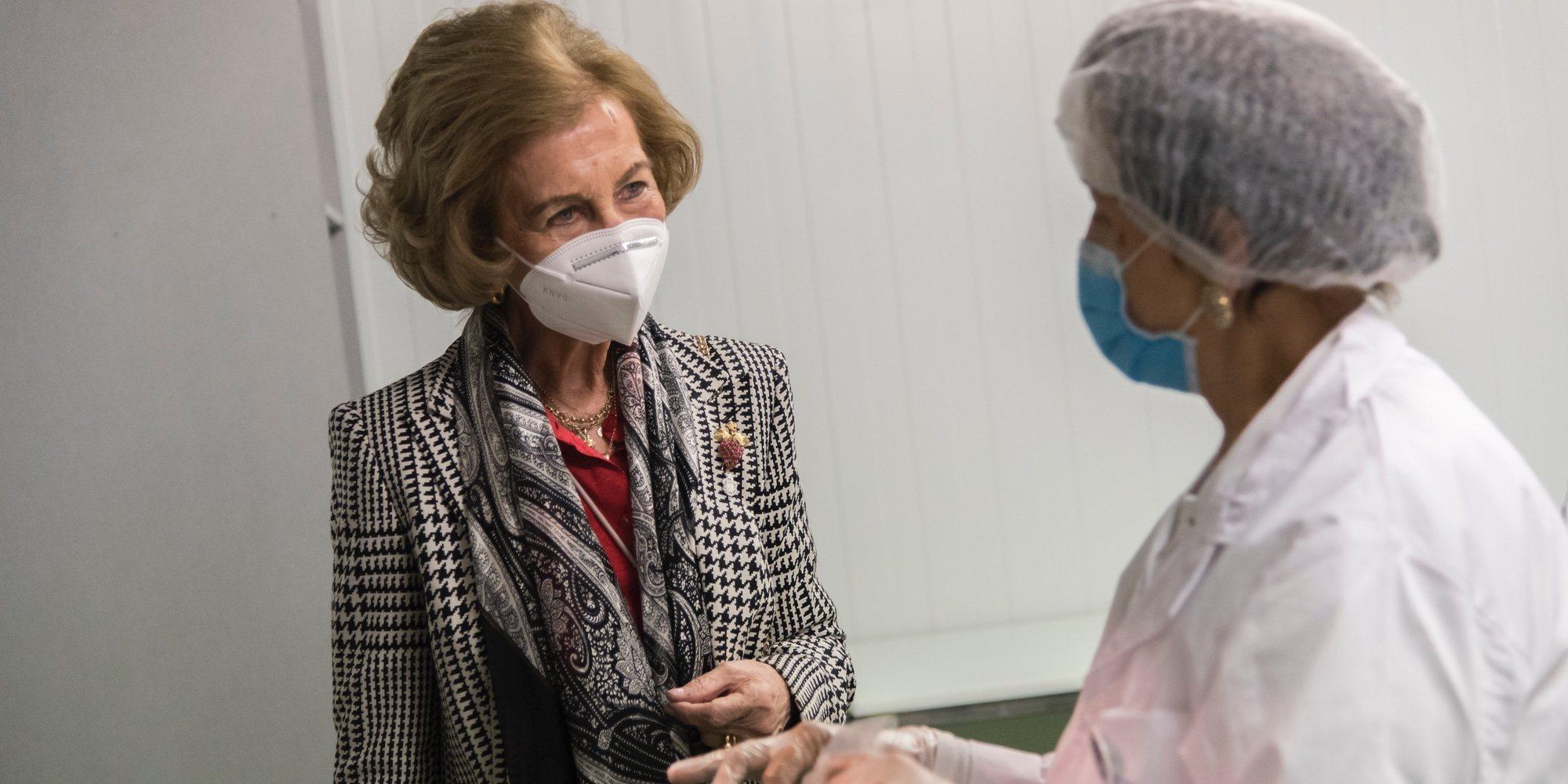 La Reina Sofía continúa con su agenda solidaria y visita la sede del Banco de Alimentos de Albacete