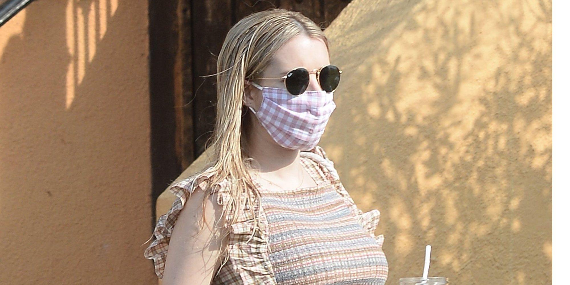 Emma Roberts presume de embarazo por Los Ángeles