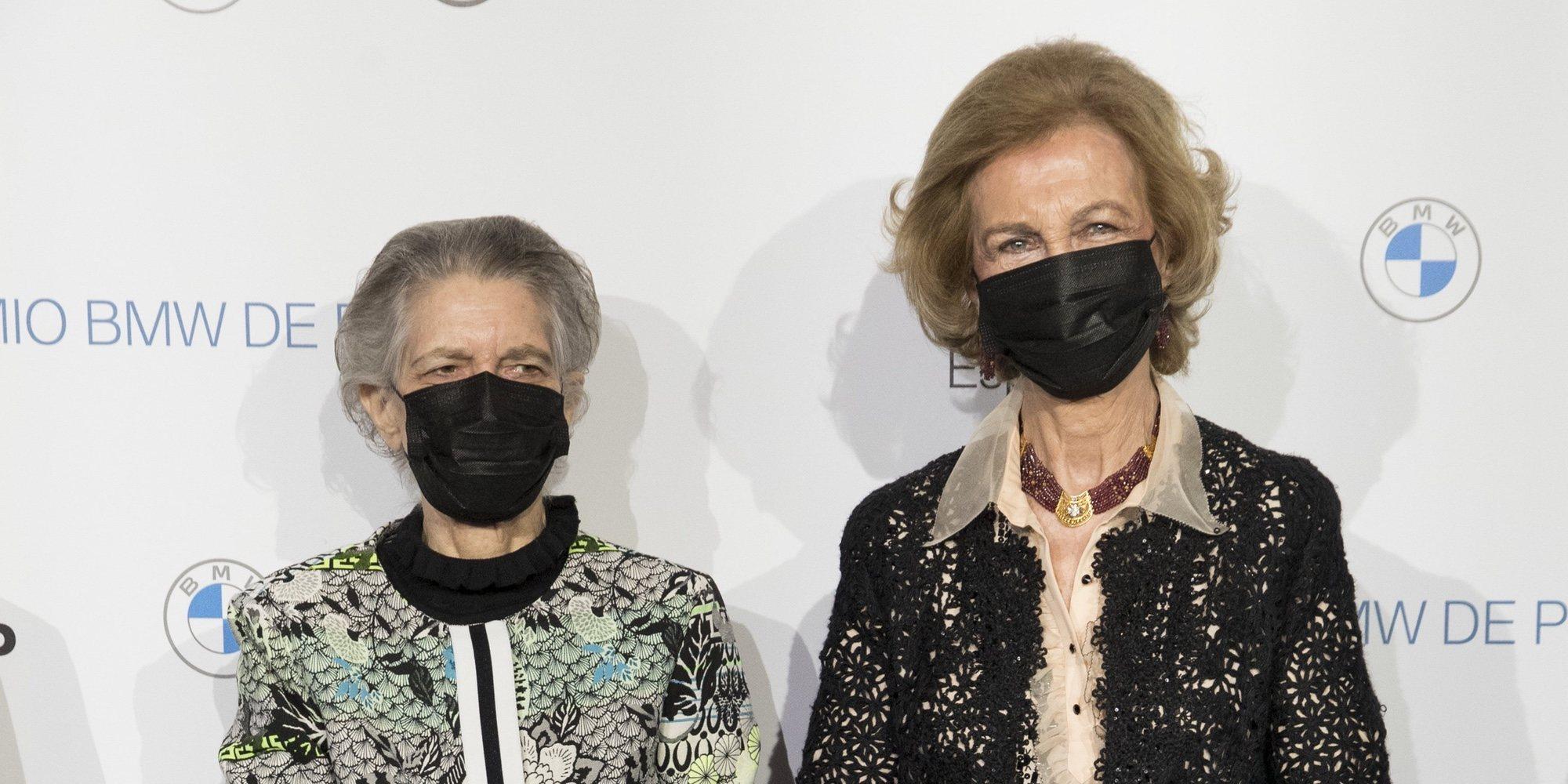 Los vítores y aplausos a la Reina Sofía en el Teatro Real durante la entrega de los Premios de Pintura BMW