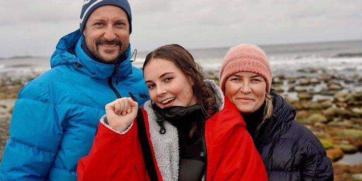 La Princesa Ingrid de Noruega gana un campeonato de surf