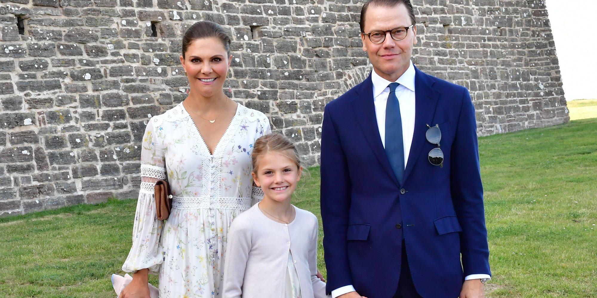 Victoria y Daniel de Suecia dan una lección de historia a Estela de Suecia, la pequeña royal más preparada
