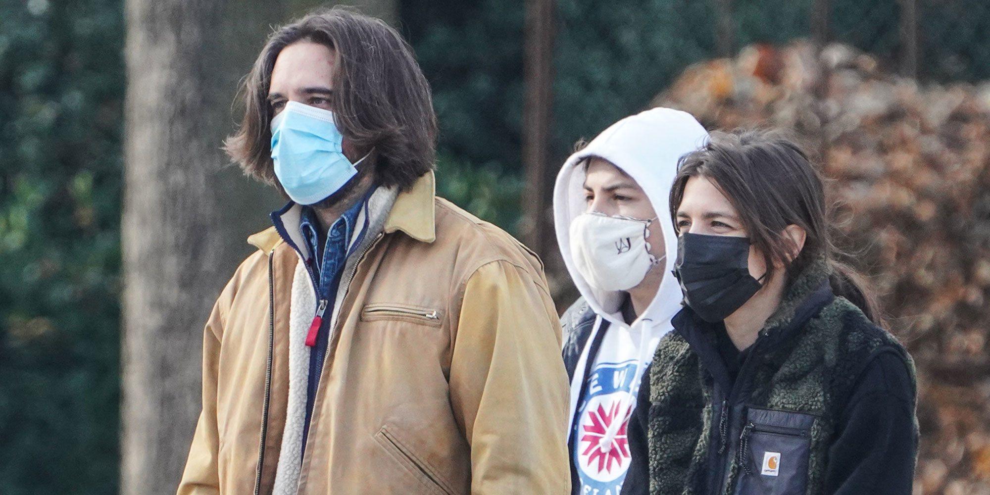 La salida familiar de Carlota Casiraghi y Dimitri Rassam con sus hijos Raphaël y Balthazar