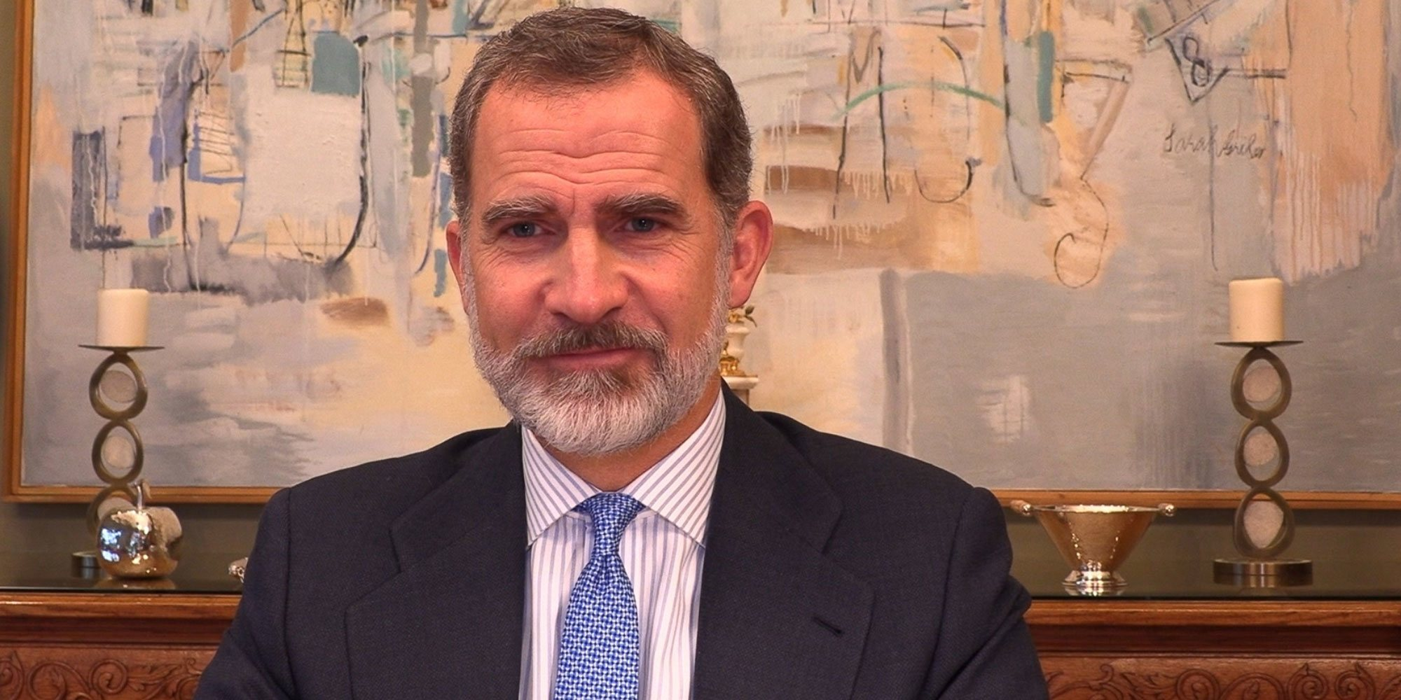 El Rey Felipe reaparece en plena cuarentena preventiva: mensaje telemático, dos idiomas y buen aspecto